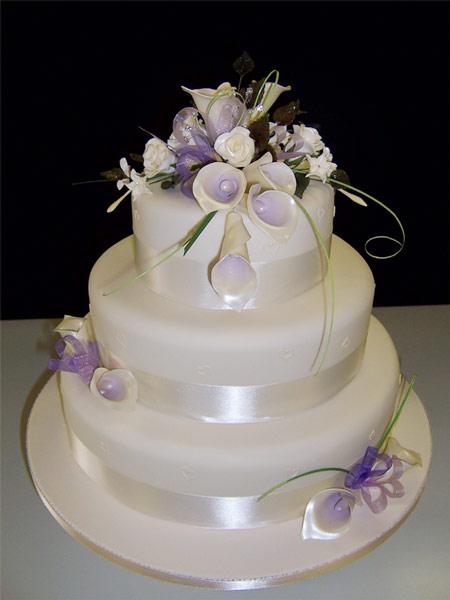 wedding-cake-lilac-lilies